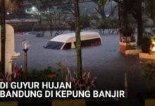 Mobil Hiace Tenggelam Banjir Bandung