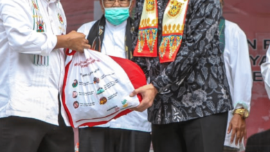 Jokowi Bagikan Bantuan Bansos Kepada UMKM